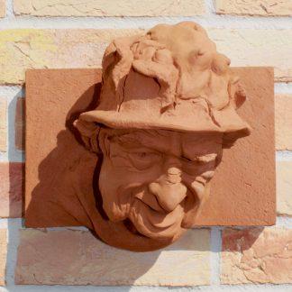 """Skulptur """"HÜTE MACHEN LEUTE"""" Mauerskulptur von Dirk Detlefsen - Kunst mit Humor"""