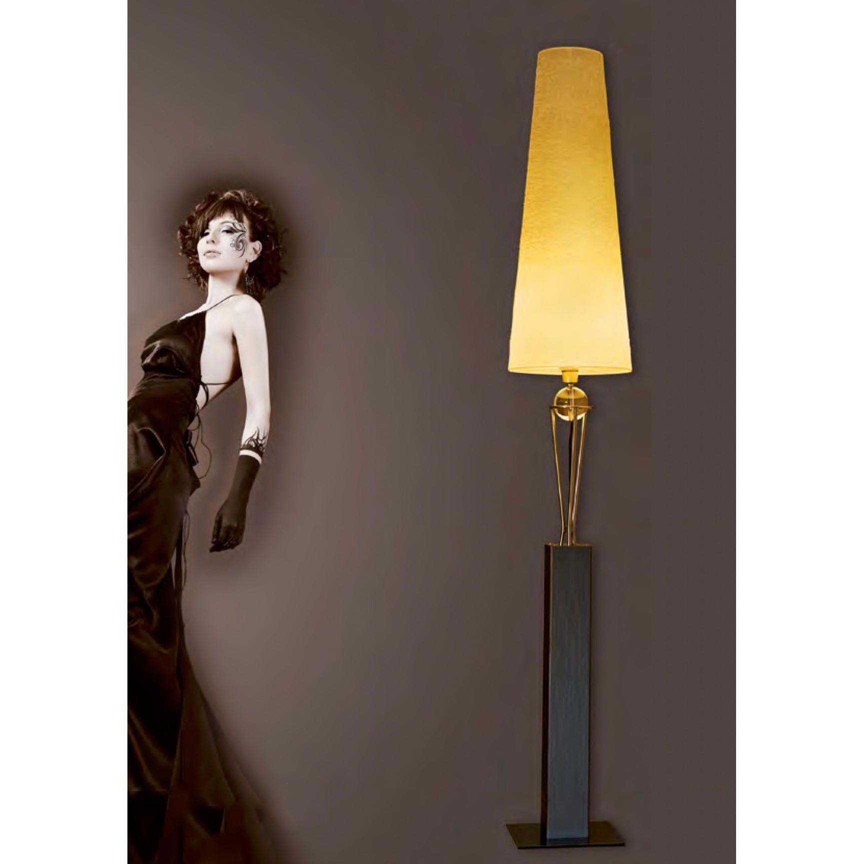 breda stehlampe mit glaskugel schirm konisch l ster laster. Black Bedroom Furniture Sets. Home Design Ideas
