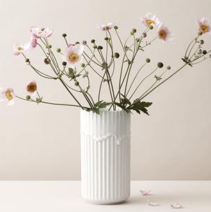 Vase LYNGBY Porzellan mit Laufglasur weiß H 20 cm