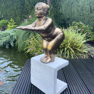 Figur SCHWIMMERIN auf Sockel stehend gold H 62 cm