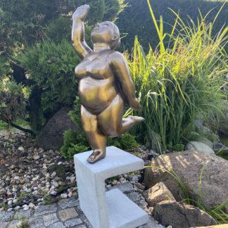 Figur SCHWIMMERIN auf Sockel laufend bronze H 73 cm