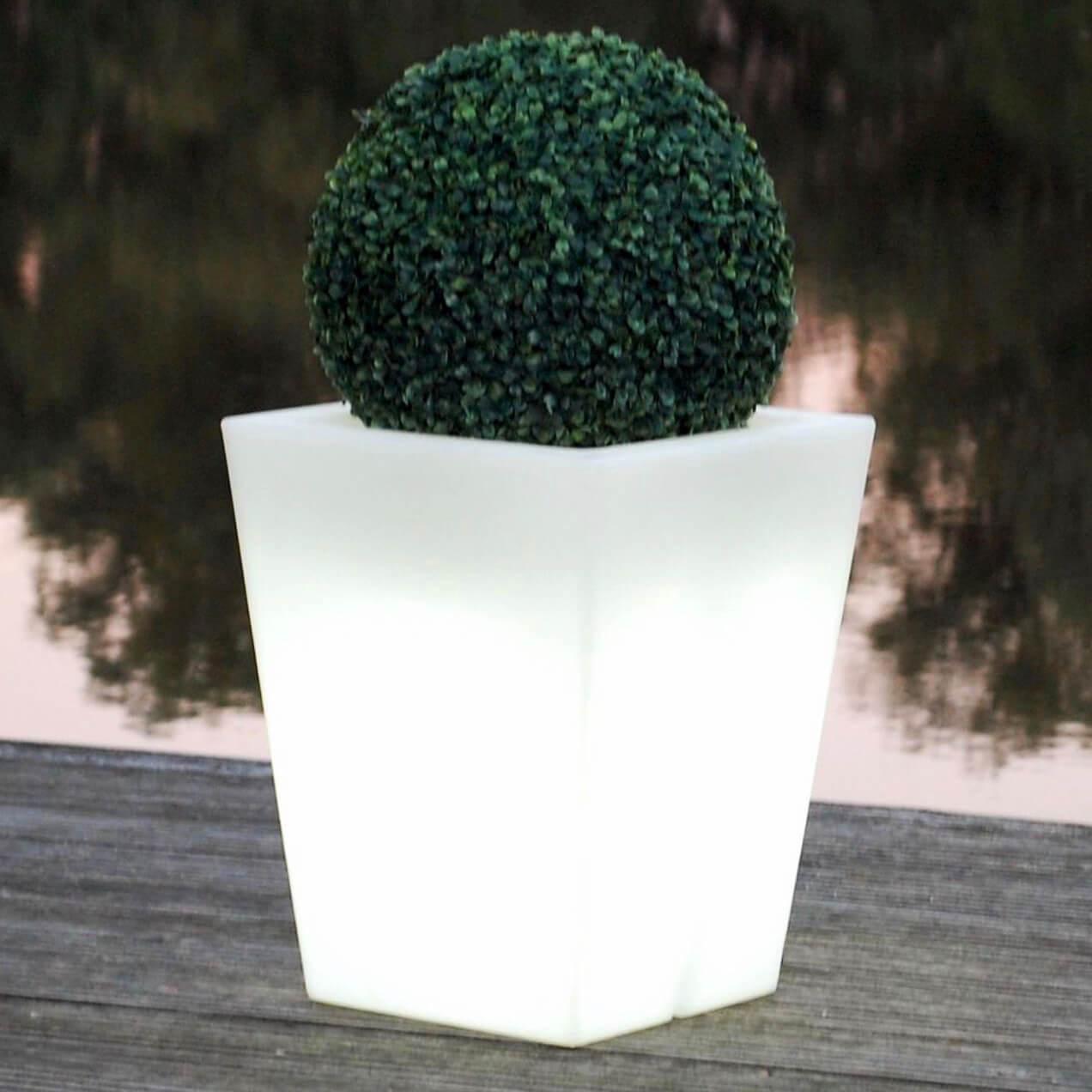 LED Gartenbeleuchtung & beleuchtete Pflanzkübel
