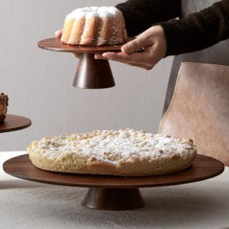 Tortenplatte FOOD STAND ASA Akazienholz ø 35 cm - aus edlem Akazienholz ist diese außergewöhnliche Tortenplatte. Ihre Gäste werden begeistert sein. Kombinieren Sie mit den anderen passenden Artikeln aus unserem Shop.